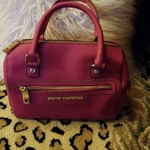 JUICY COUTURE  magenta leather pursr